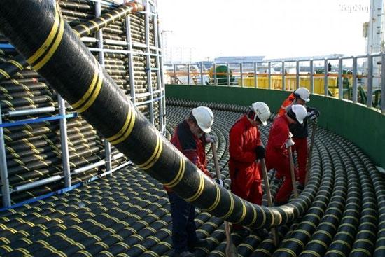 کابل های زیر دریایی قدرتمند و غولپیکر