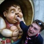 عکس های شوخی با مجسمه ها