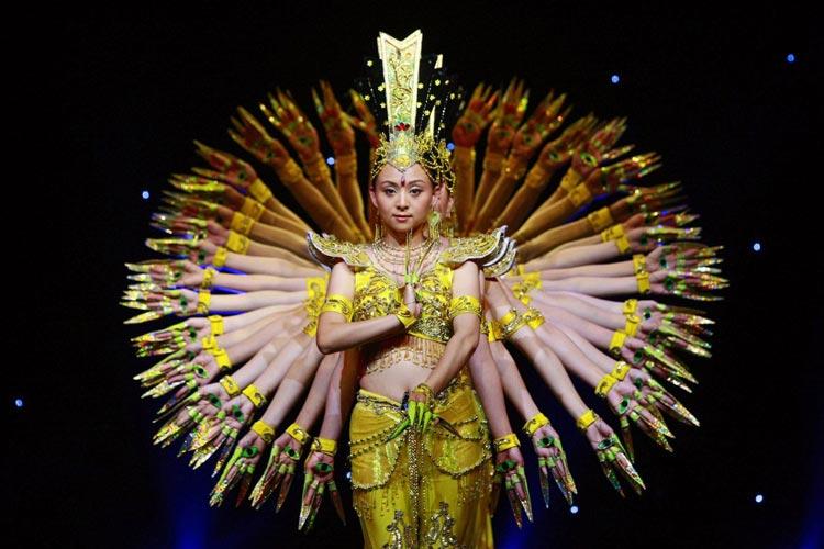 هنر چینی ها در مانورهای   منظم جمعیتی