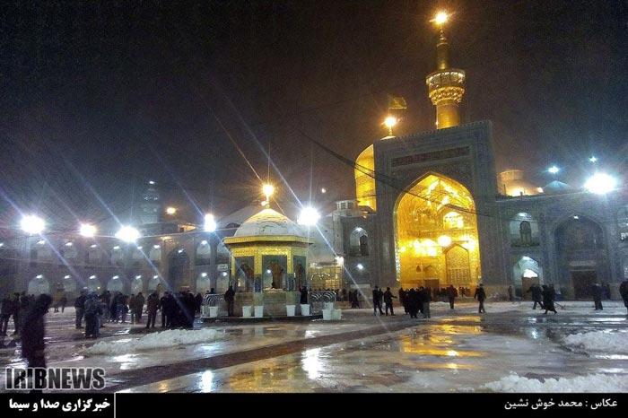 بارش برف در حرم امام رضا