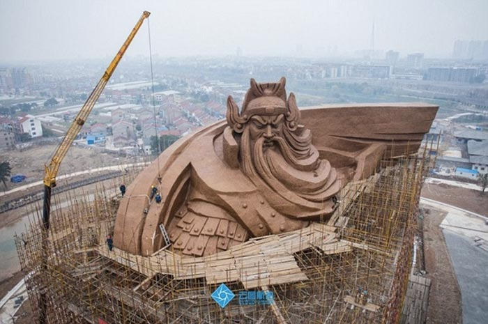 بزرگترین مجسمه برنزی جهان