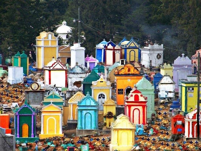 جاذبه های گردشگری گواتمالا قبرهای رنگارنگ است