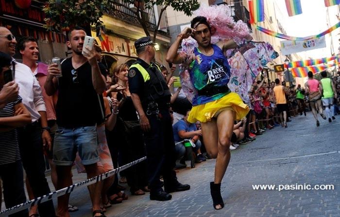 مسابقه دو مردان با کفش پاشنه بلند