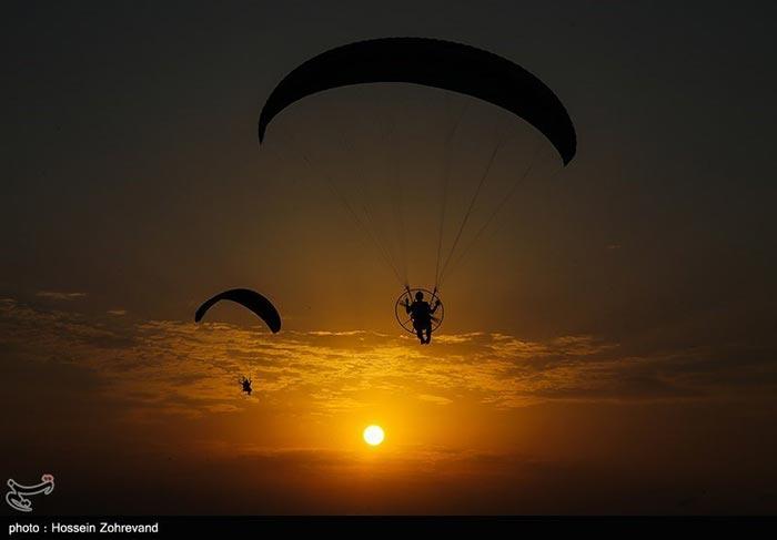 تصاویری دیدنی از پرواز با پاراموتور