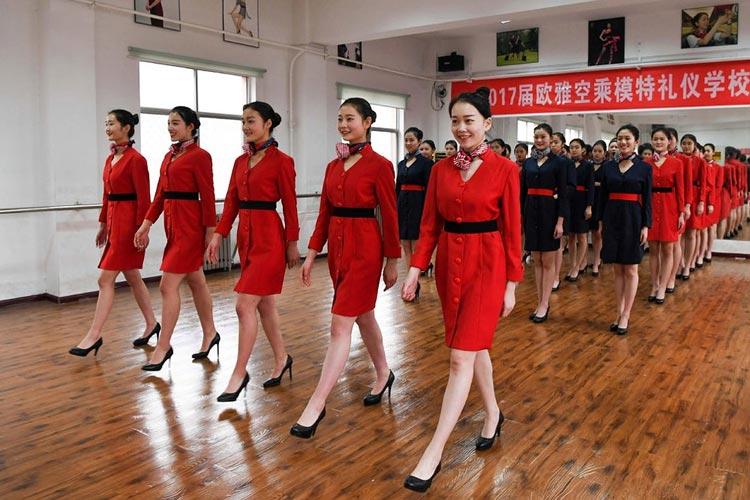 آموزش مهمانداری هواپیما در چین