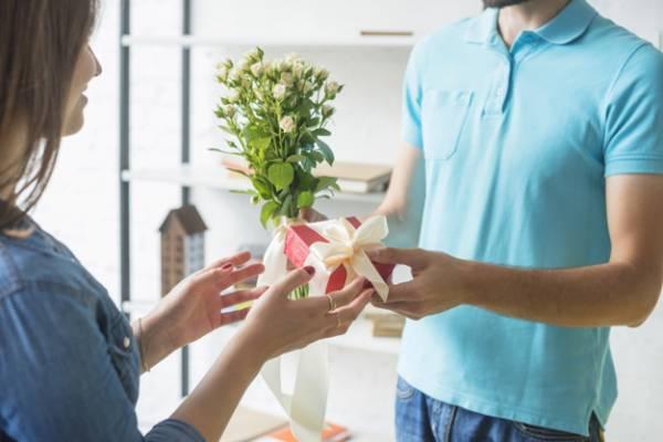 هدیه دادن به زن